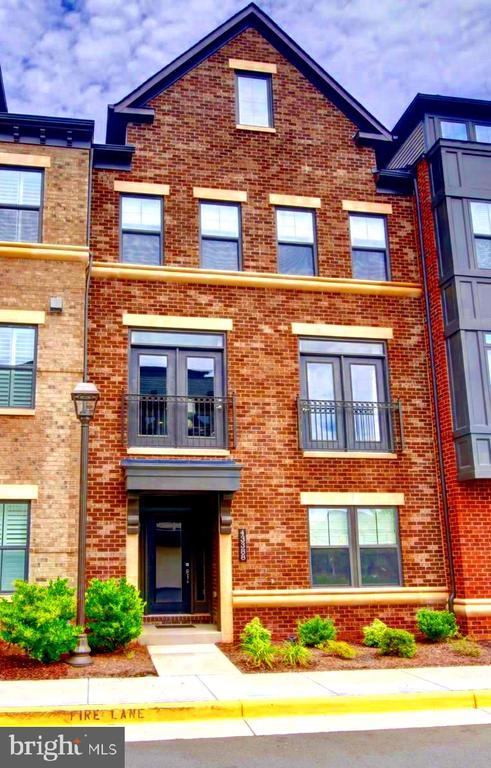 Beautiful all brick front - 43388 WHITEHEAD TER, ASHBURN