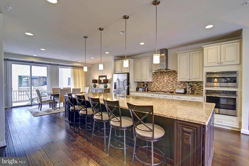 Kitchen overlooking dining area. - 43388 WHITEHEAD TER, ASHBURN