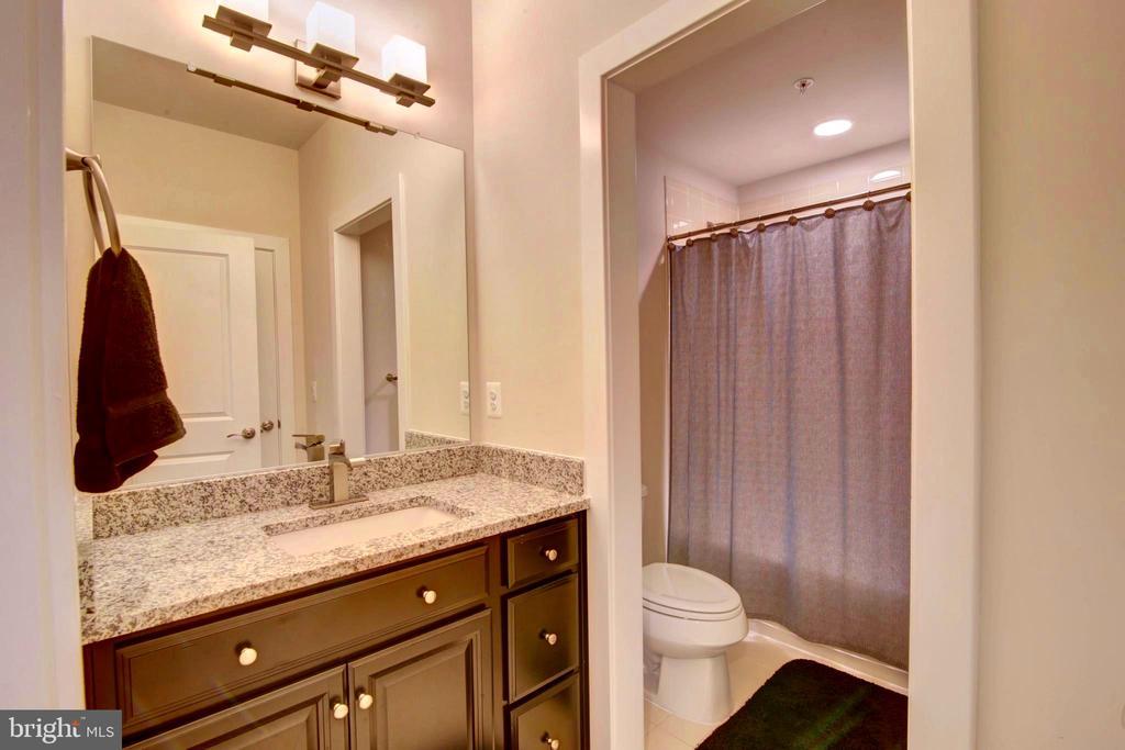 Bedroom 1 Ground Floor full bath - 43388 WHITEHEAD TER, ASHBURN