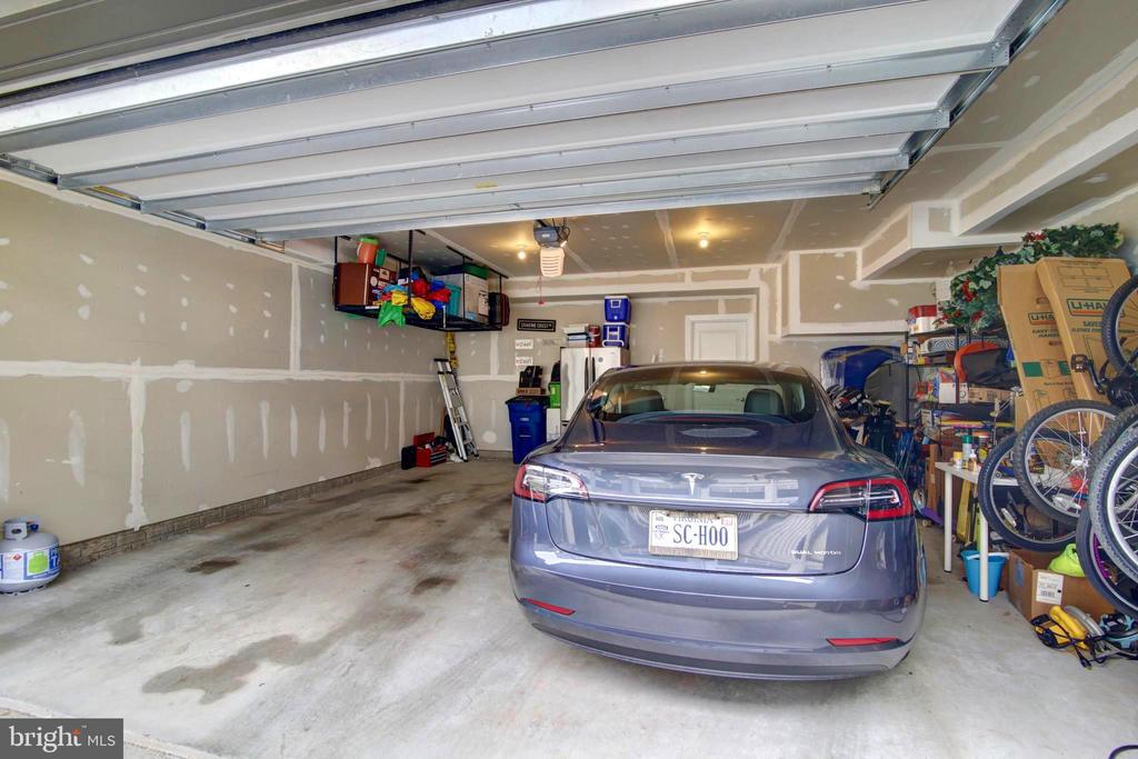 Largest Garage builds in Ashburn - 43388 WHITEHEAD TER, ASHBURN