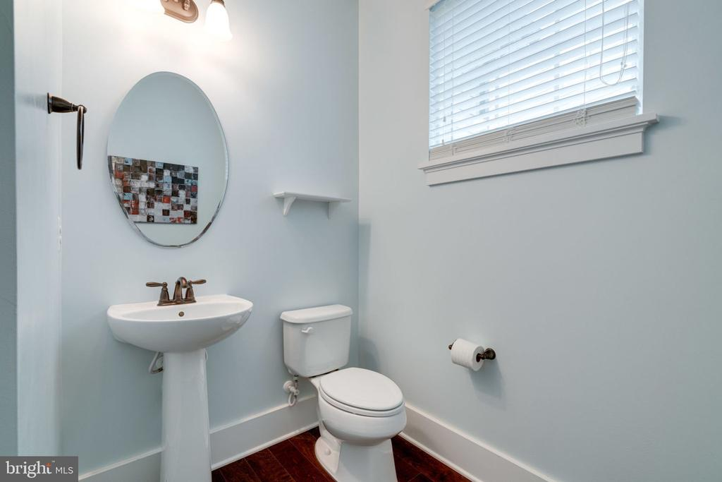 Main Level Half Bath - 17016 TAKEAWAY LN, DUMFRIES