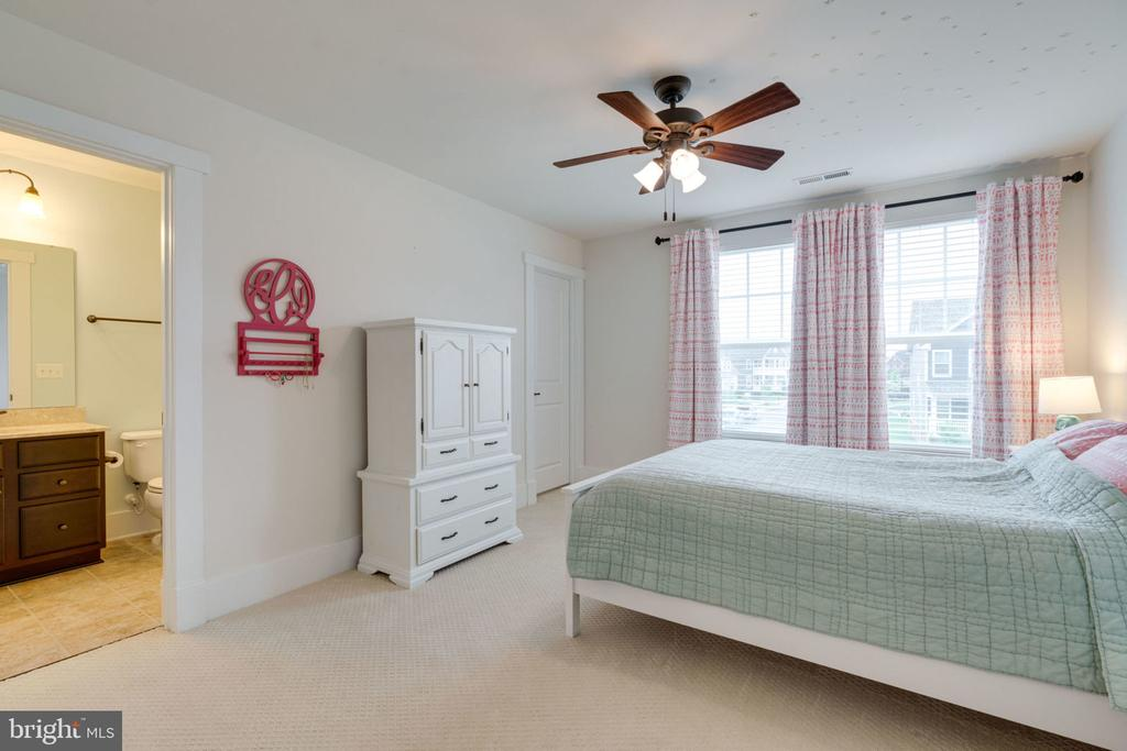 Bedroom #2 En-suite - 17016 TAKEAWAY LN, DUMFRIES