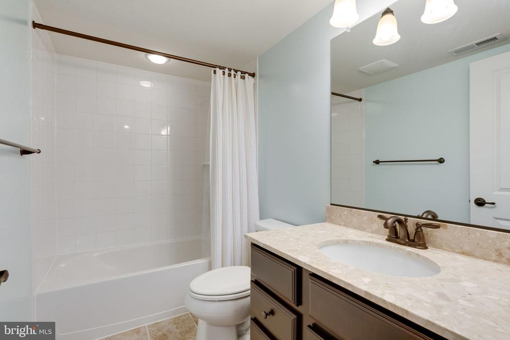 Lower Level Full Bath - 17016 TAKEAWAY LN, DUMFRIES