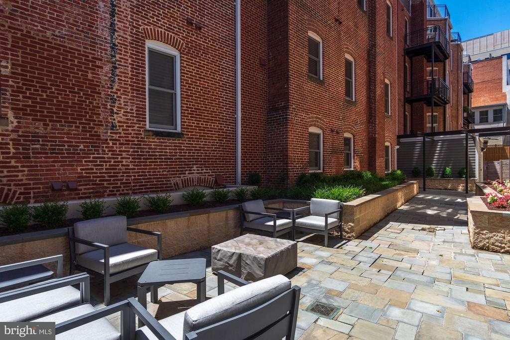 Courtyard for all to use - 1745 N ST NW #211, WASHINGTON