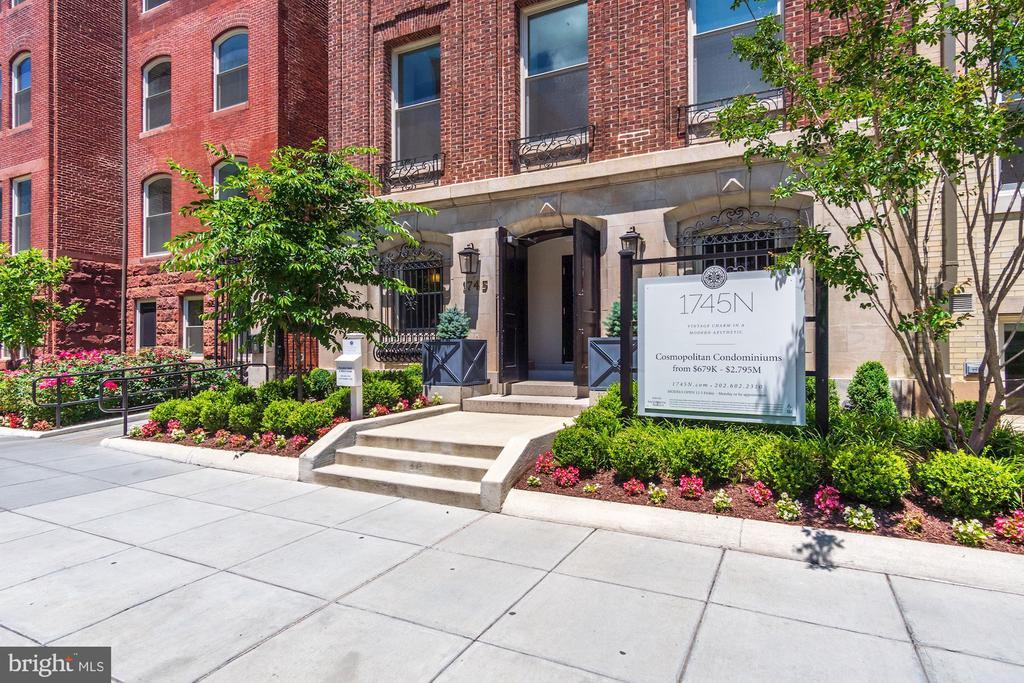 Double door lobby entrance. Daily concierge. - 1745 N ST NW #211, WASHINGTON