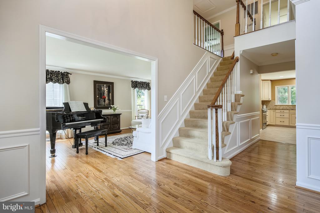 Grand Foyer with Extensive Molding, Hardwoods. - 2877 FRANKLIN OAKS DR, HERNDON