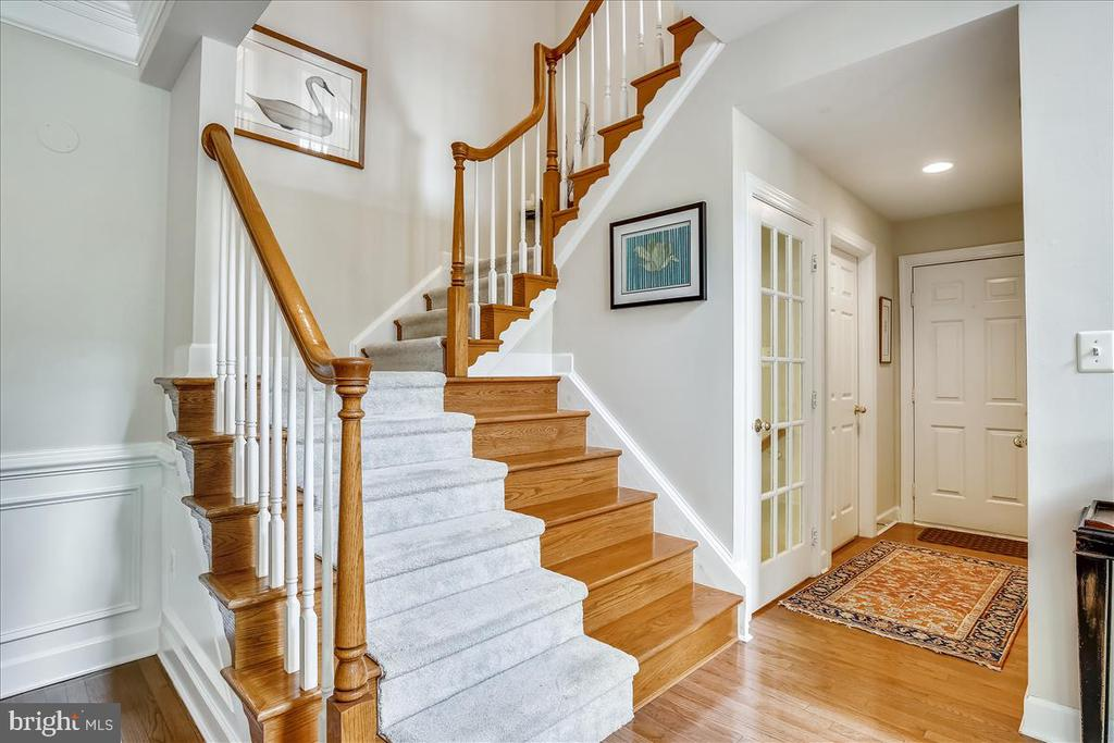Extra wide staircase - 43416 WESTCHESTER SQ, LEESBURG