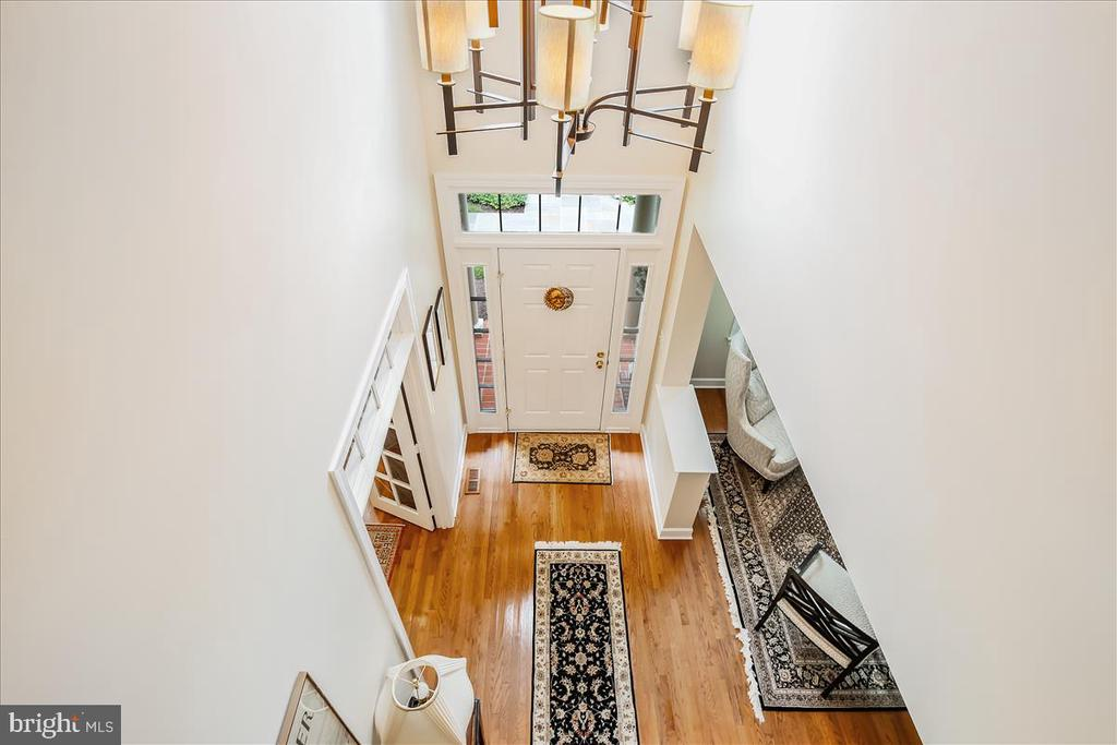 Two story foyer - 43416 WESTCHESTER SQ, LEESBURG