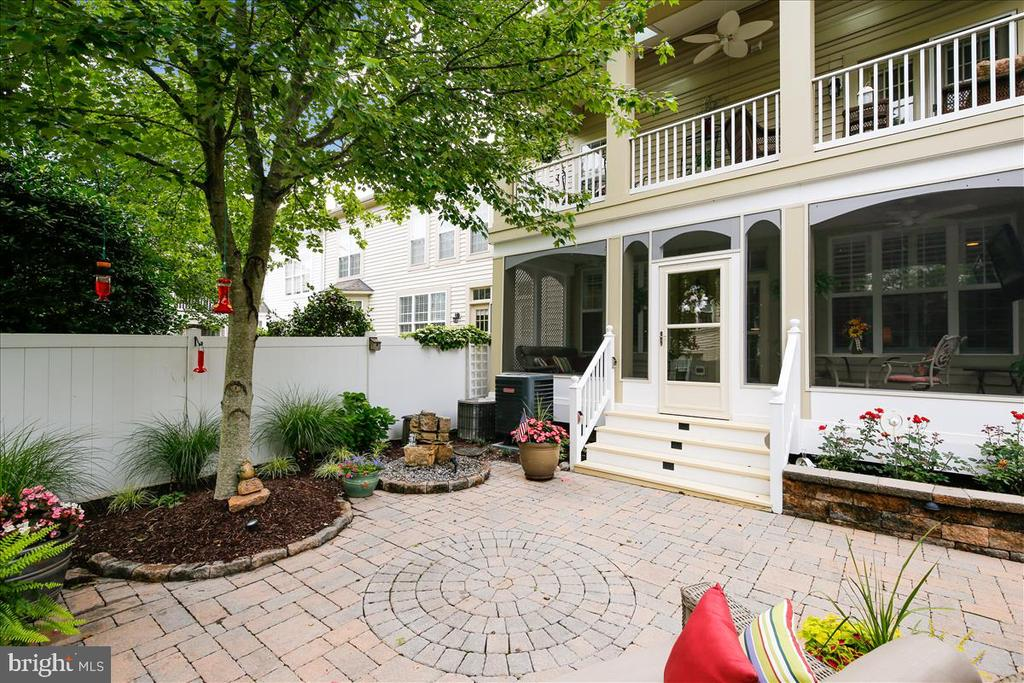 Paver patio - 43416 WESTCHESTER SQ, LEESBURG