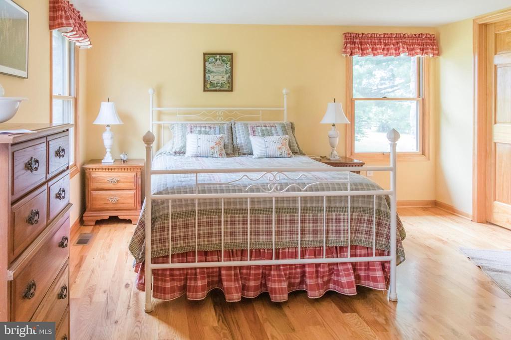 First Floor Master Suite - 2486 LONGMARSH RD, BERRYVILLE