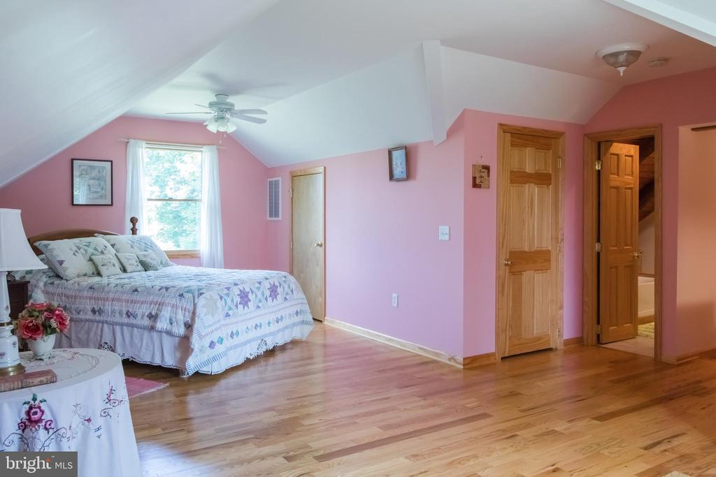 3rd Bedroom Prewired for Easy 4th BR Conversion - 2486 LONGMARSH RD, BERRYVILLE