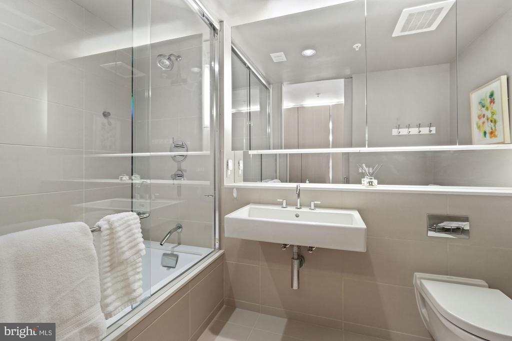 Bathroom - 925 H ST NW #301, WASHINGTON