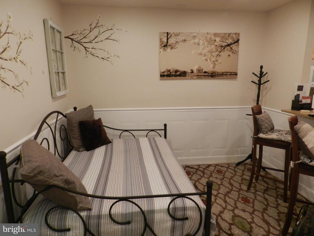 Apartment Living Room - 41 NEW YORK AVE NW, WASHINGTON