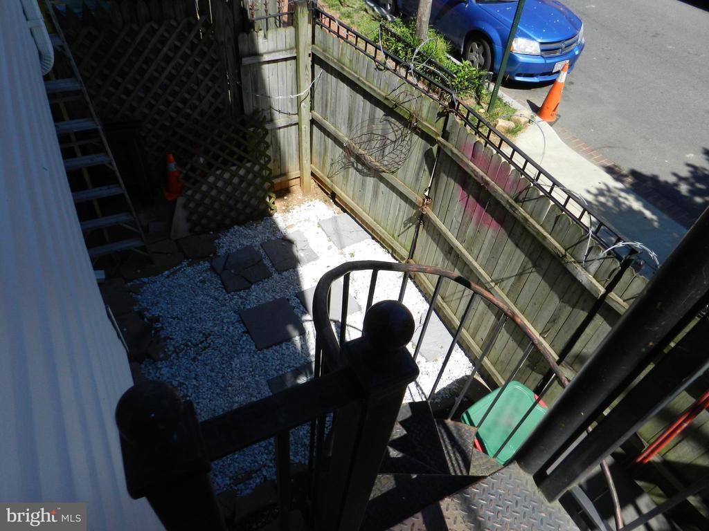 Stairwell Off Den - 41 NEW YORK AVE NW, WASHINGTON