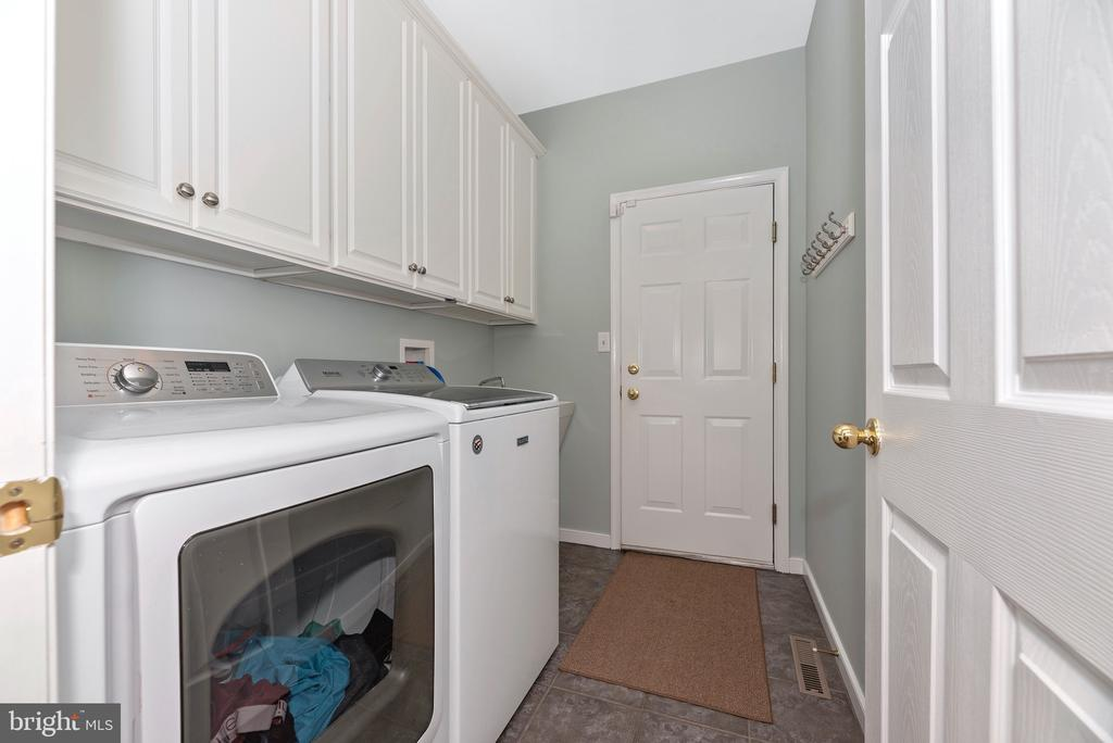 Laundry/mud room off garage - 6799 ACCIPITER DR, NEW MARKET
