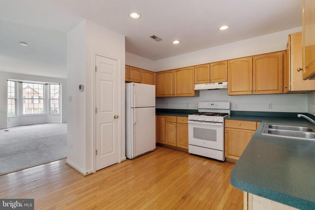 Kitchen with Pantry, View to Living Room - 13433 CATAPULT LN, BRISTOW
