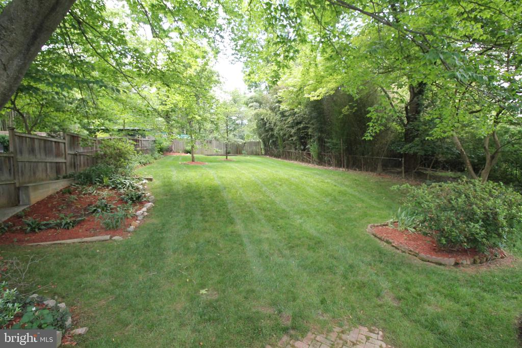 Lovely Landscaping - 4004 DENFELD AVE, KENSINGTON