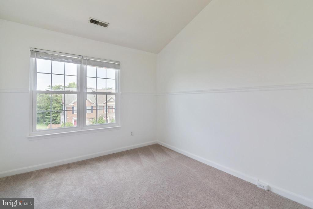 Bedroom Three with Vaulted Ceiling - 13433 CATAPULT LN, BRISTOW