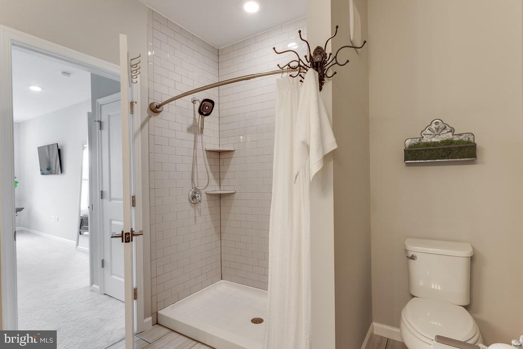 Shower with Subway Tile - 43047 STUARTS GLEN TER #116, ASHBURN