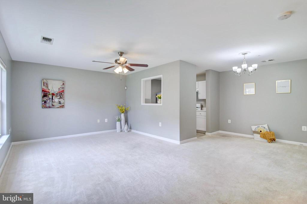 Open concept Living/Dining room - 43525 PATCHING POND SQ, ASHBURN