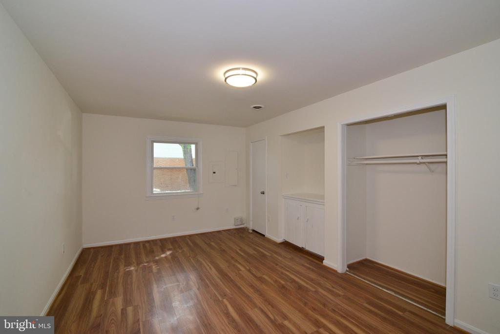 1st bedroom on main floor - 9622 KING GEORGE DR, MANASSAS