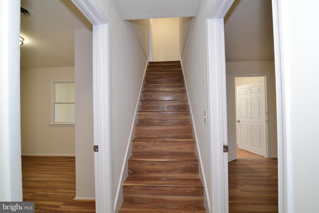 Staircase leading to 2nd level - 9622 KING GEORGE DR, MANASSAS