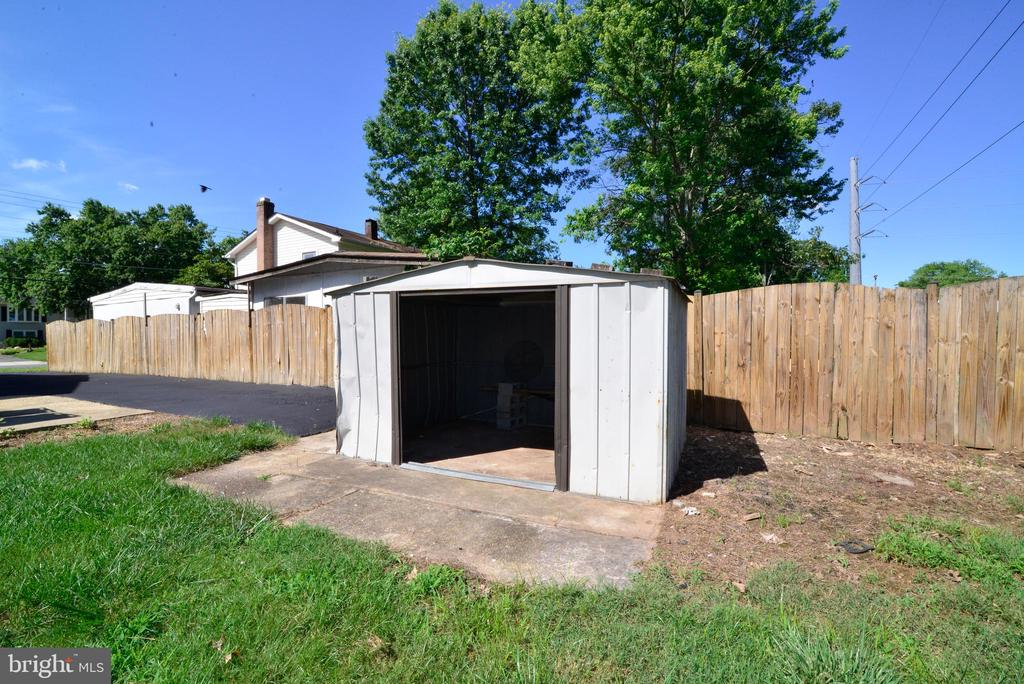 Shed in backyard - 9622 KING GEORGE DR, MANASSAS