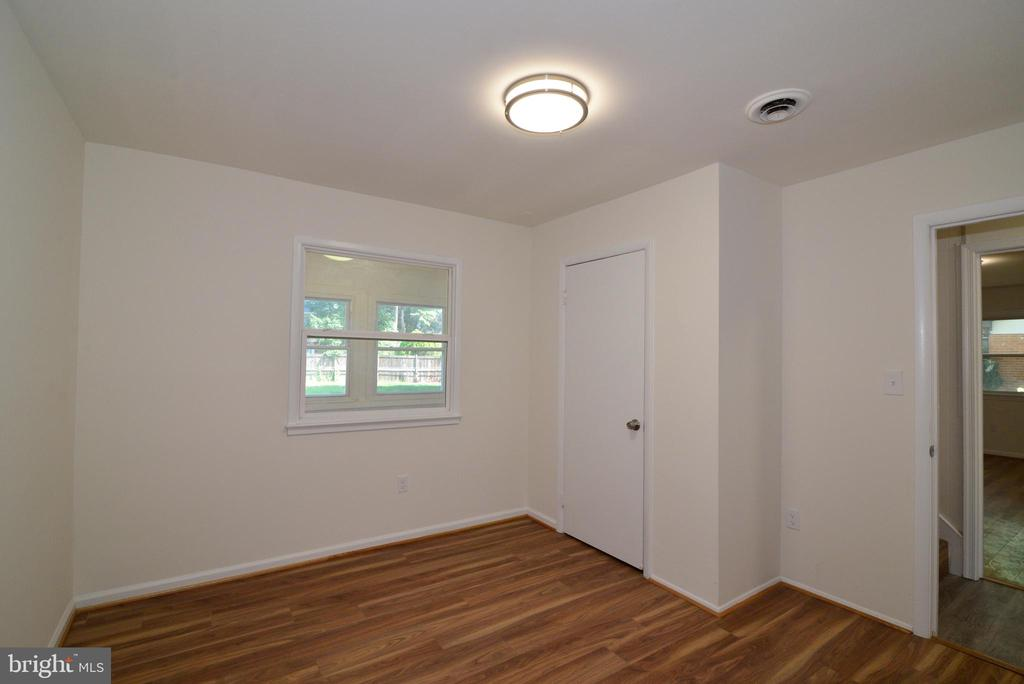 2nd main floor bedroom - 9622 KING GEORGE DR, MANASSAS