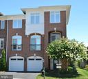 Stunning luxury end unit townhome in Lansdowne. - 18992 COREOPSIS TER, LEESBURG