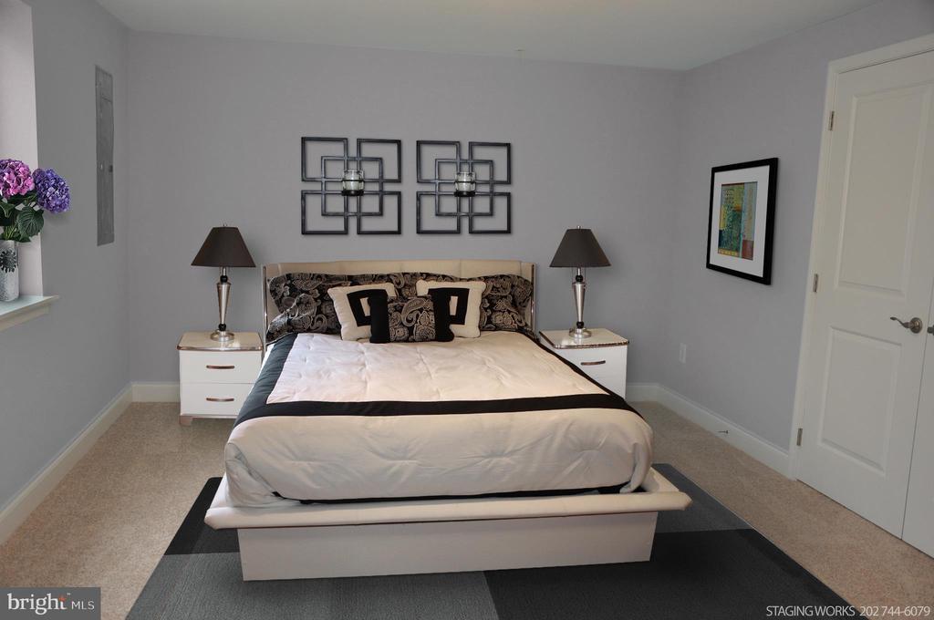 LOWER LEVEL BEDROOM & FULL BATH - 10307 DETRICK AVE, KENSINGTON