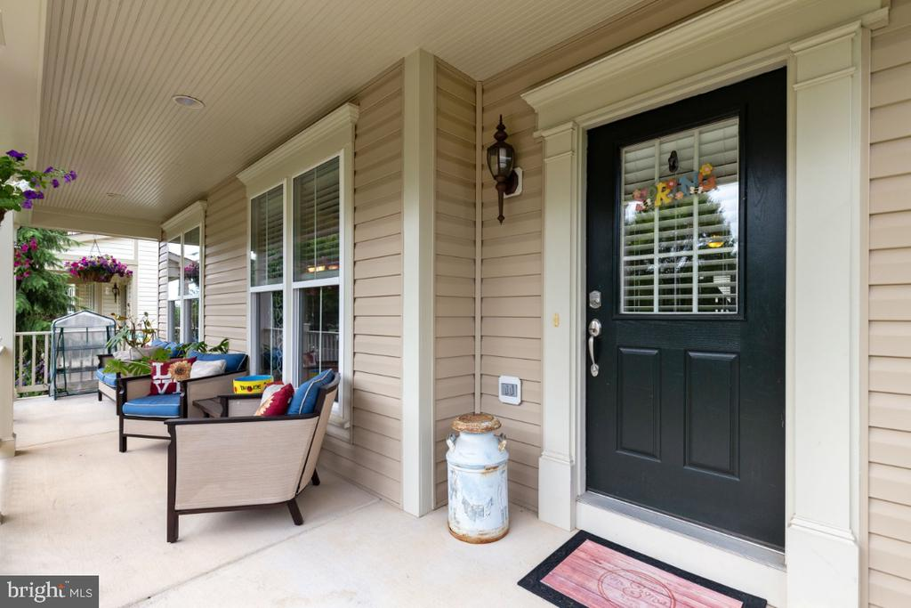 Inviting Front Porch - 23402 HIGBEE LN, BRAMBLETON