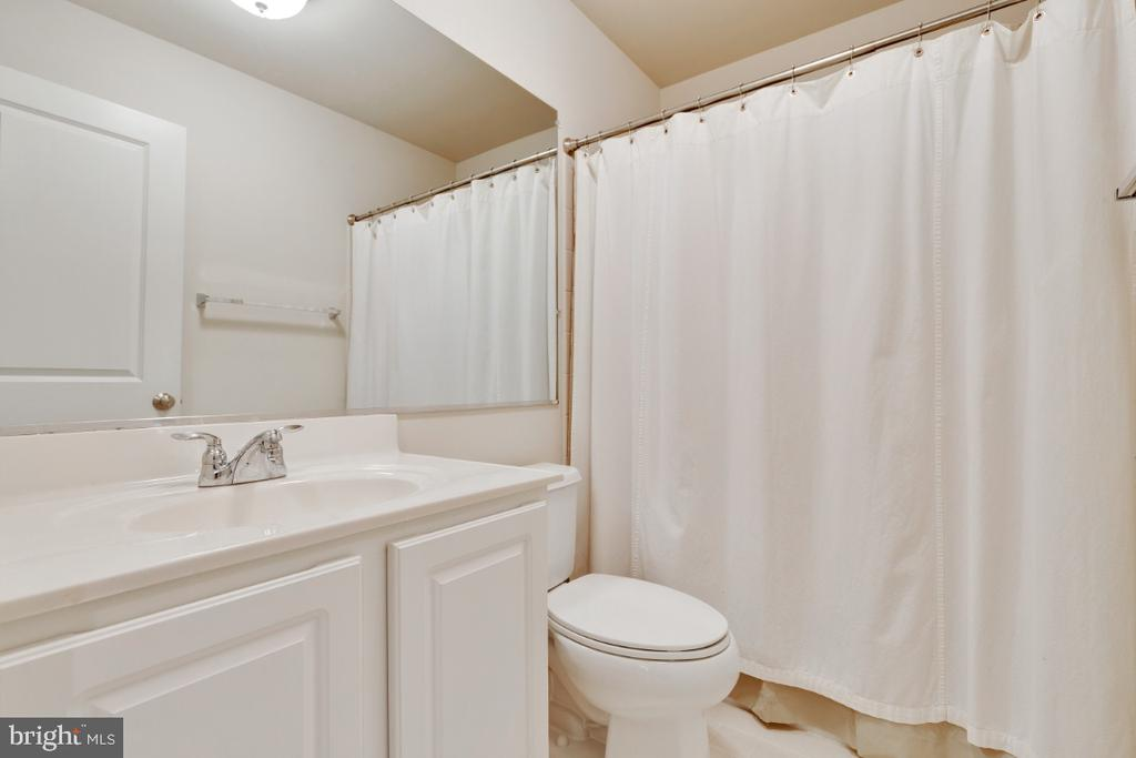 Full Bathroom on the Lower Level - 23402 HIGBEE LN, BRAMBLETON