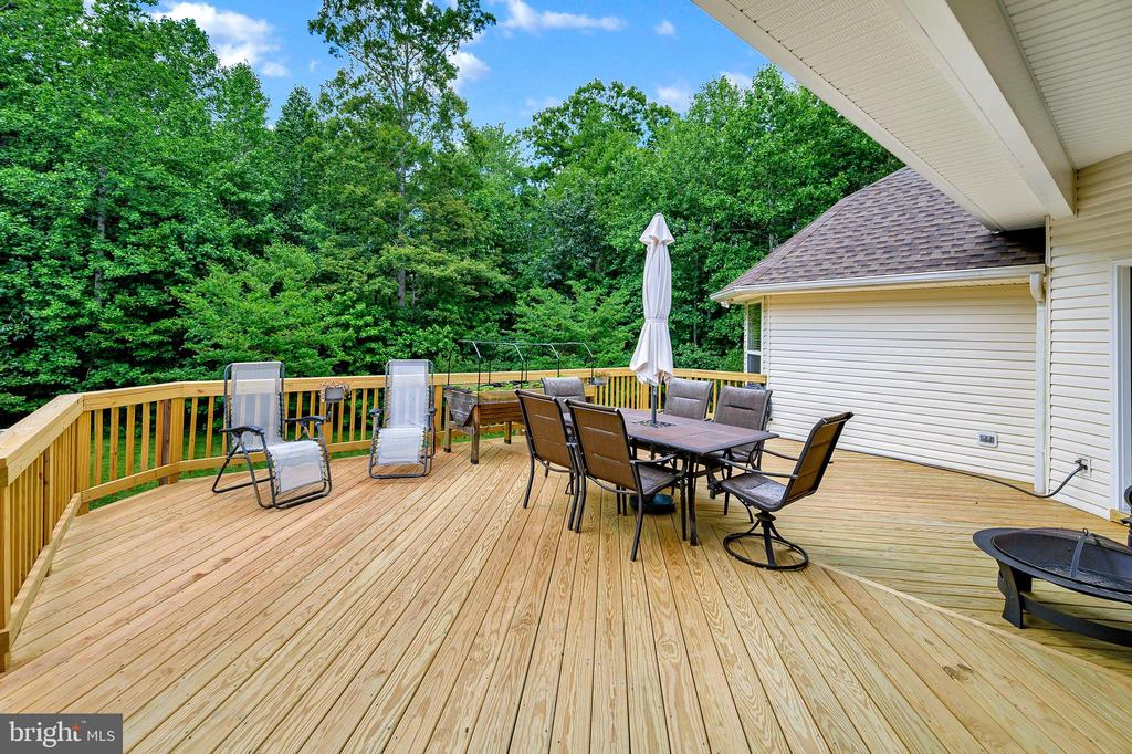 Large Deck - 86 SAINT MARYS LN, STAFFORD