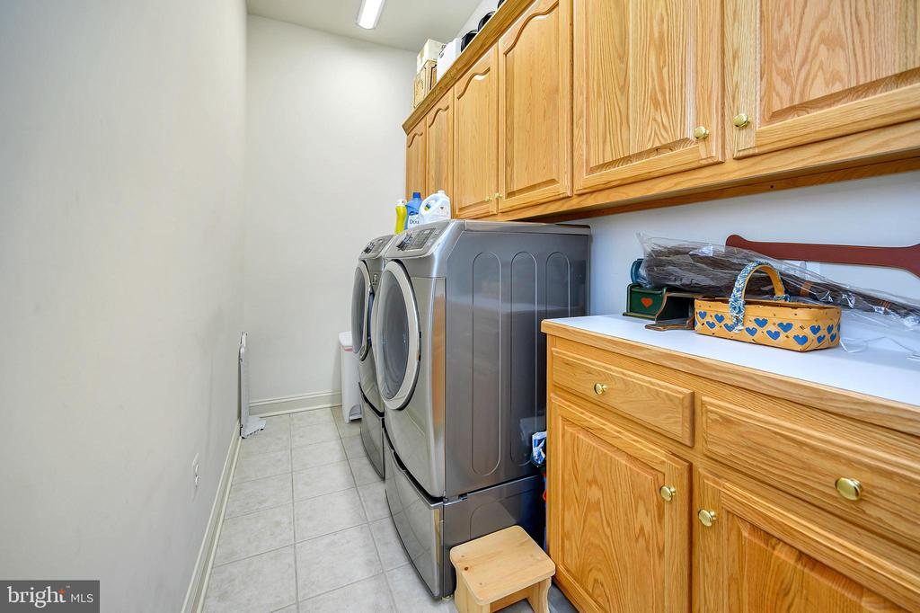 1st Floor Laundry with Lots of Storage - 86 SAINT MARYS LN, STAFFORD