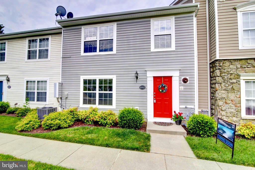 Welcome Home! - 43525 PATCHING POND SQ, ASHBURN