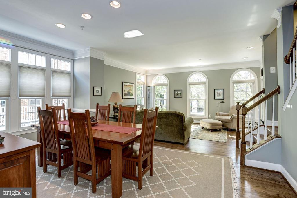 Hardwood floors showcase palladian windows - 1330 N ADAMS CT, ARLINGTON