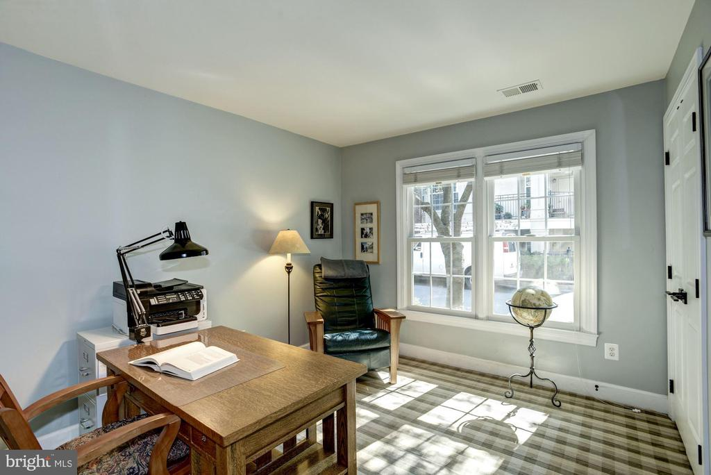 Sun filled bedroom or second work from home office - 1330 N ADAMS CT, ARLINGTON