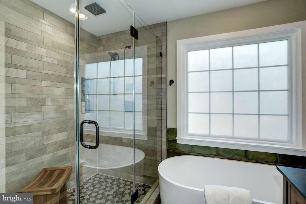 Custom tiles & brilliant master bath design - 1330 N ADAMS CT, ARLINGTON