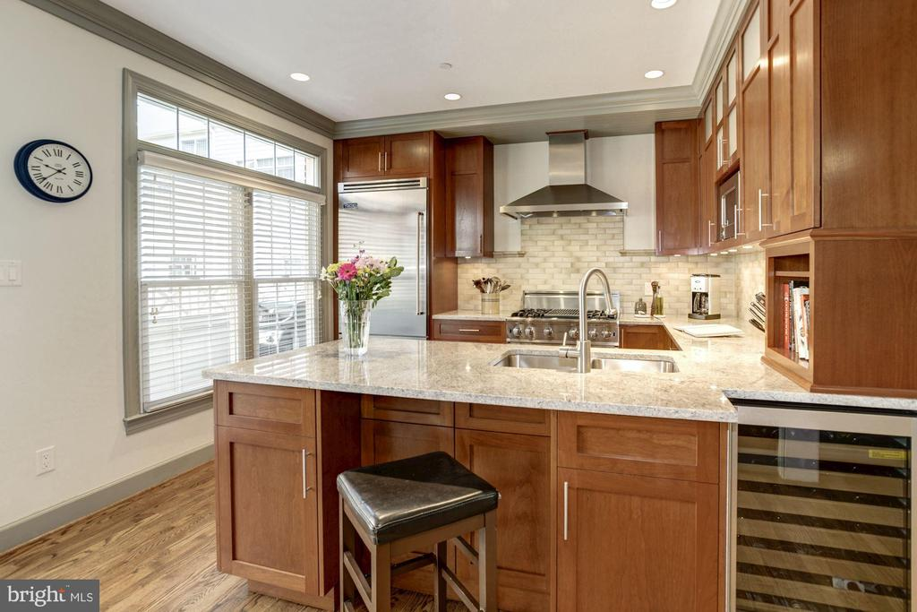Chill your vino in the wine bar for entertaining - 1330 N ADAMS CT, ARLINGTON
