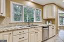 Upgraded Kichen with Stainless Appliances. - 2877 FRANKLIN OAKS DR, HERNDON