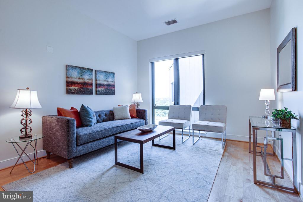 Soaring 10 ft ceilings & expansive windows - 4101 ALBEMARLE ST NW #618, WASHINGTON