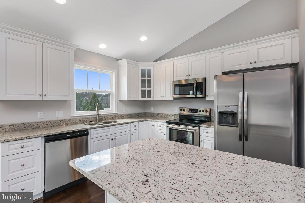 STAINLESS APPLIANCES INCLUDED - 1015 HARBOUR DR, STAFFORD