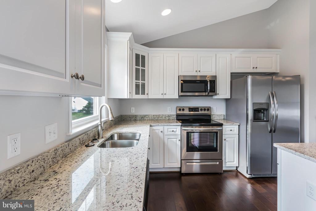 PICTURES IN LISTING OF SIMILAR HOME - 1015 HARBOUR DR, STAFFORD