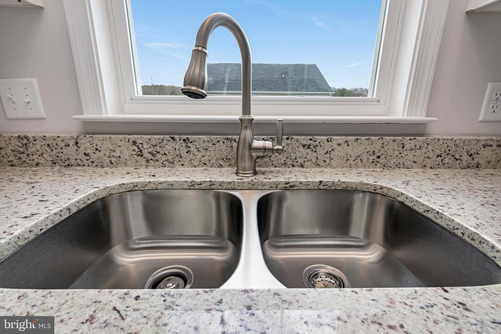 GRANITE KITCHEN TOPS INCLUDED - 1015 HARBOUR DR, STAFFORD