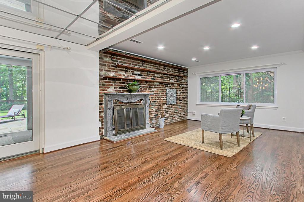 exposed brick wall - 6516 LAKEVIEW DR, FALLS CHURCH