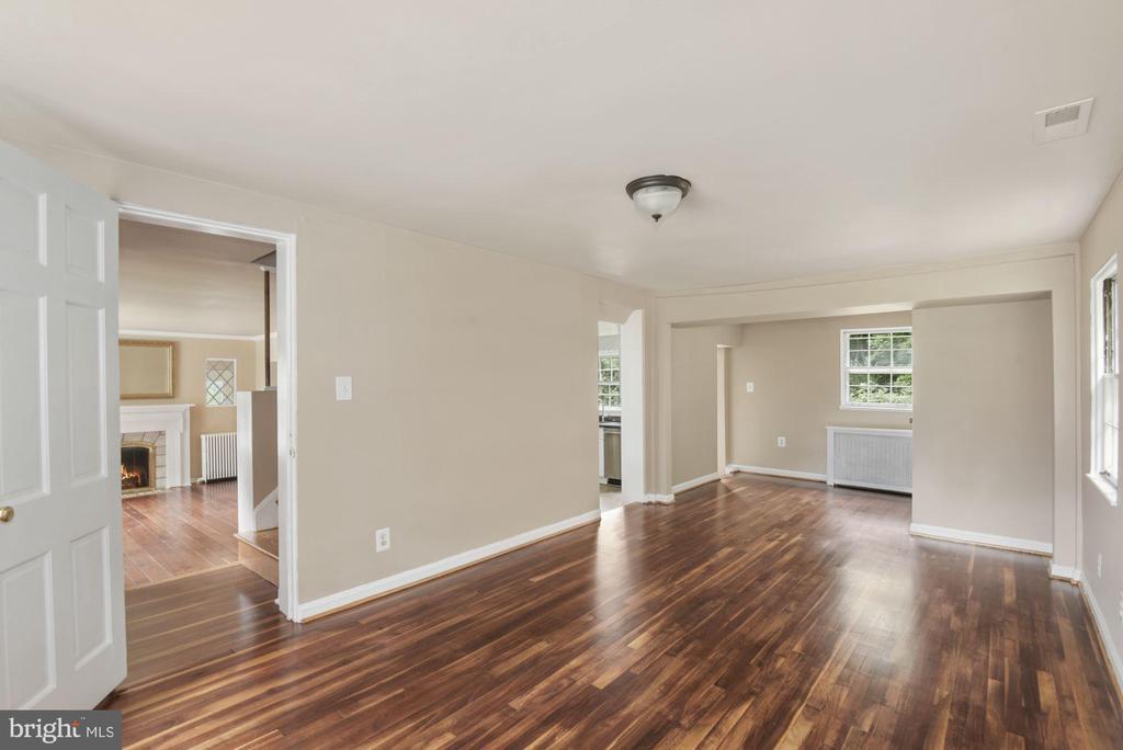 Spacious Bedroom off Living ML - 3209 19TH RD N, ARLINGTON