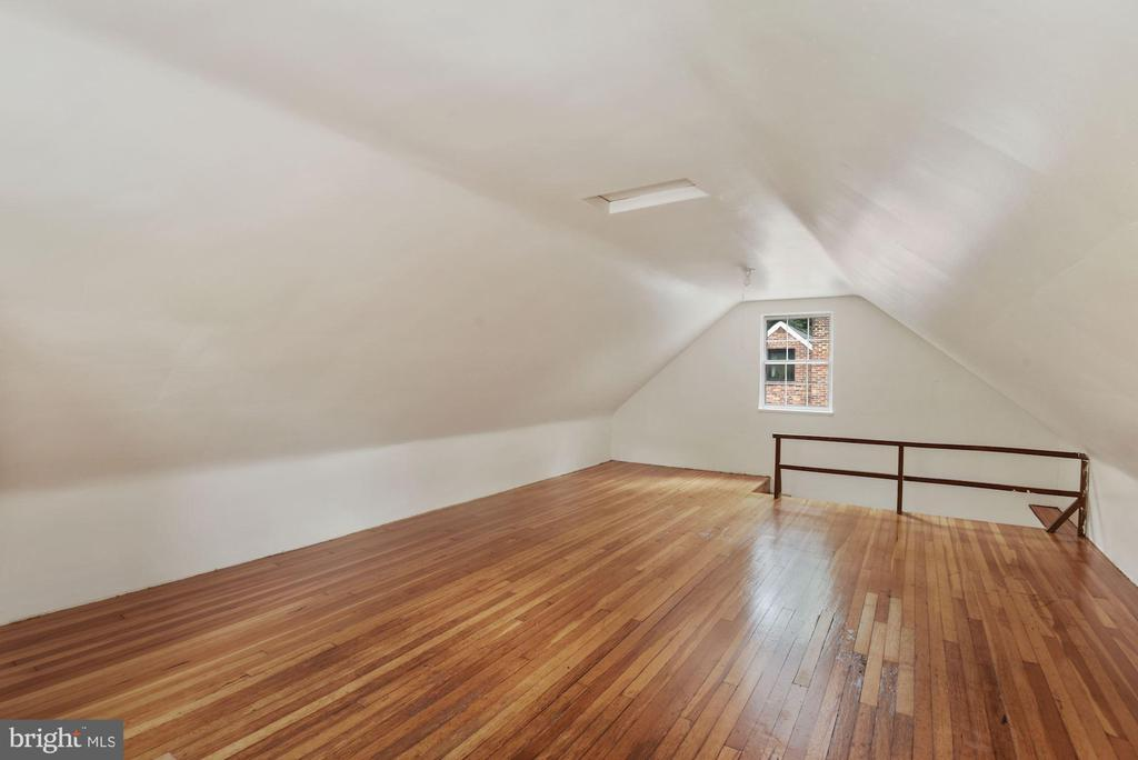 Huge Attic (can be entertainment/ office.. - 3209 19TH RD N, ARLINGTON
