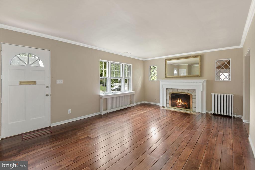 Main door to Spacious Harwood Living room - 3209 19TH RD N, ARLINGTON