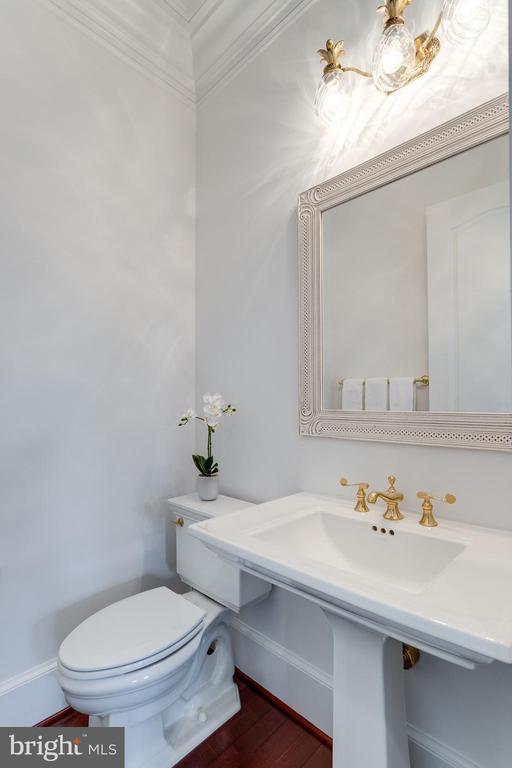 Bath - 9637 MAYMONT DR, VIENNA