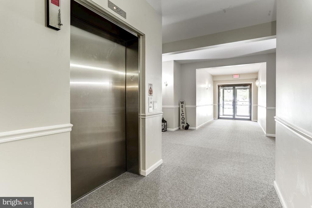 Convenient elevator takes you to your penthouse - 117 EASY ST #31, THURMONT